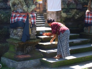 making an offering at a hindu balinese temple