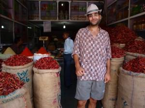 pimientos rojos en un local del bazaar en Jaipur